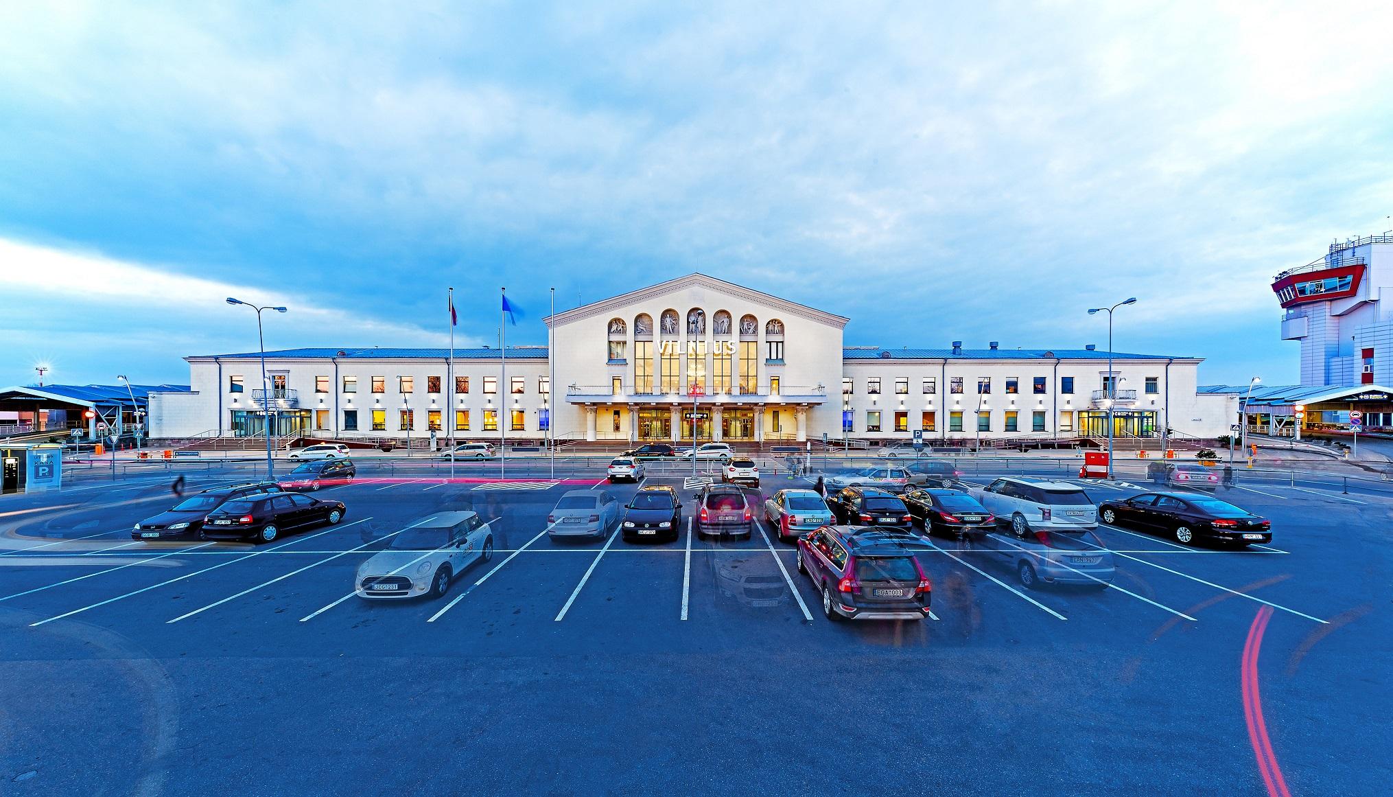"""Vilniaus oro uostas didina saugumą – samdo """"Ekskomisarų biuro"""" darbuotojus"""