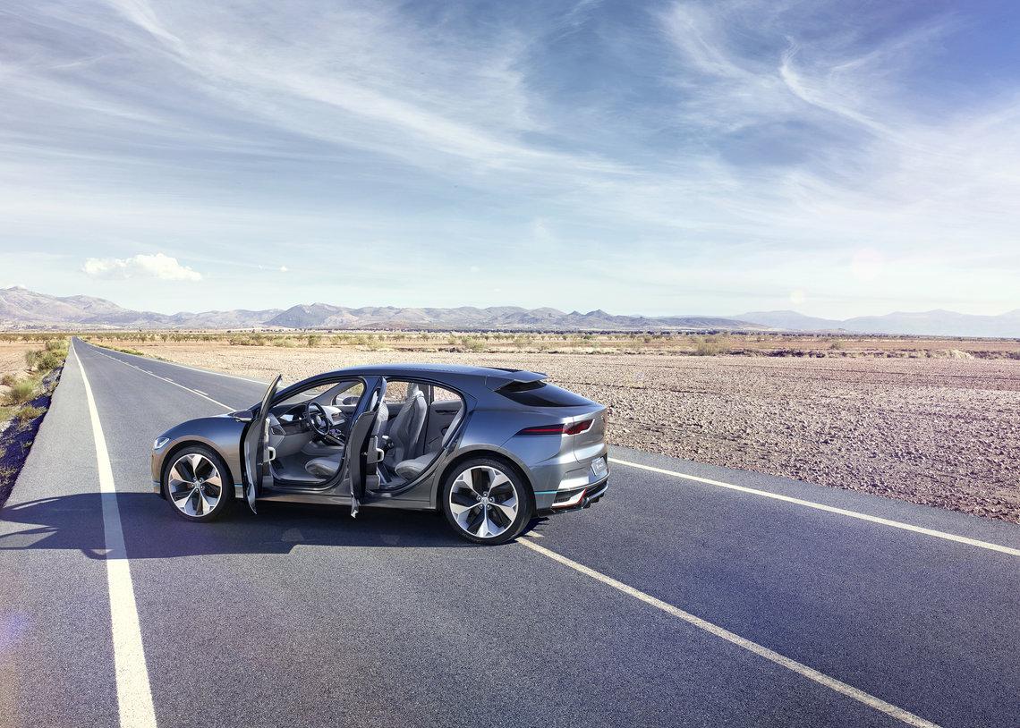 """Elektrinis """"Jaguar I-Pace"""" pasiruošęs debiutui: atliekami paskutiniai bandymai"""