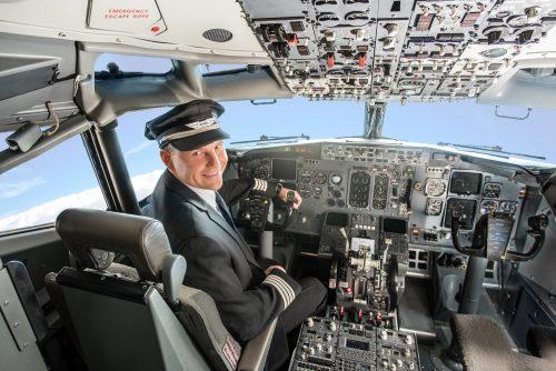 """""""airBaltic"""" kviečia į pilotų ir lėktuvo įgulos atvirų durų dienas Vilniuje"""
