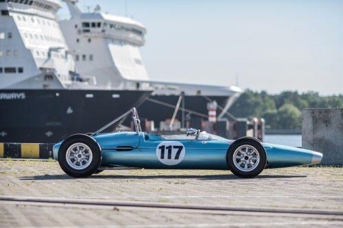 """Lietuvą keltu pasiekė istoriniai """"Formula Junior"""" bolidai"""