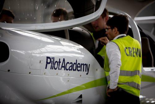 """""""airBaltic"""" Lietuvoje ieško norinčių tapti pilotais"""