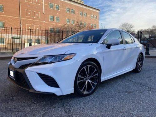 """Skubus """"Toyota Camry 2018"""" modelio pardavimas, balta spalva"""