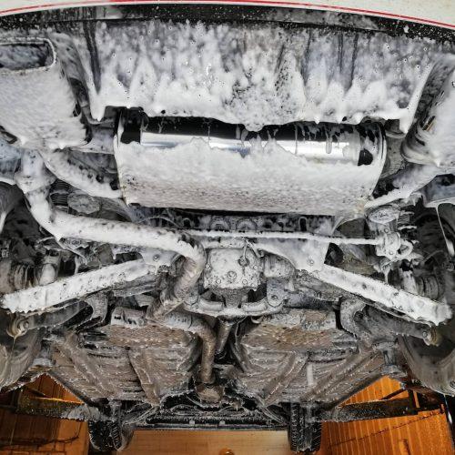 Variklio Plovimas iš viršaus ir apačios automobiliu plovykla