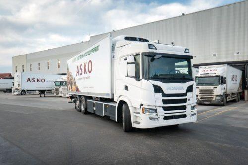 """Pirmieji """"Scania"""" elektriniai sunkvežimiai sparčiai skinasi kelią rinkoje"""