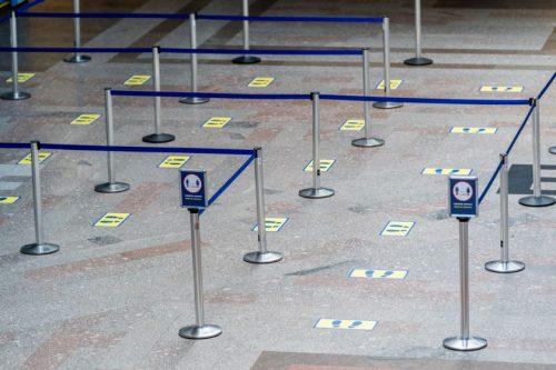 Ruošiantis į kelionę lėktuvu: patarimai keliautojams oro uostuose