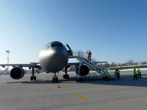 """Pandemija lėktuvus veja į dykumas ir verčia oro uostus žaisti """"Lego"""" žaidimus"""