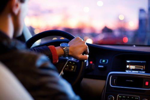 Esminė kelių eismo taisyklė, kurią pamiršus gali baigtis liūdnai: susipainioja net ir patyrę vairuotojai