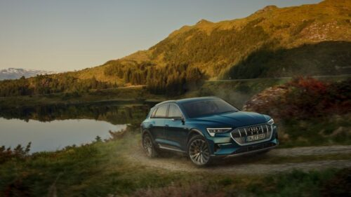 """Lietuvoje pirmoje iš Baltijos šalių """"Audi"""" siūlo paslaugą, atveriančią naujas automobilio individualizavimo galimybes"""
