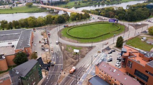 Kaunas rugsėjį pasitinka pabaigtuvių nuotaikomis: atnaujinamas eismas Pilies žiedu, P. Vileišio tiltu ir P. Kalpoko gatve